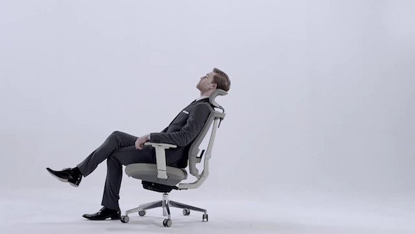 this-is-the-chair-every-office-needs-to-prevent-lower-back-pain-and-promote-posture